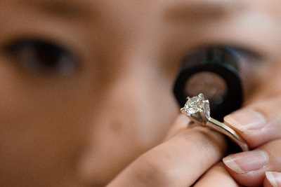 inspecting a diamond